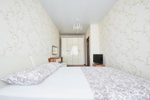 A bed or beds in a room at Квартира на Соборном Миллениум 2