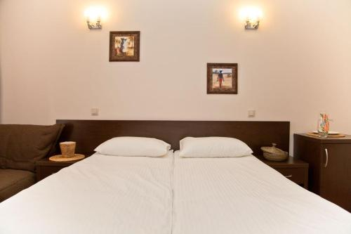 A bed or beds in a room at Africa Hotel