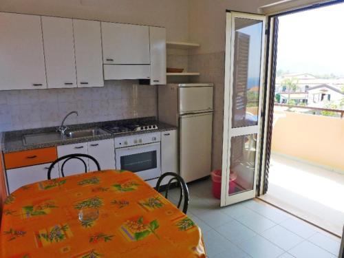 Cucina o angolo cottura di Locazione Turistica Esmeraldo-5