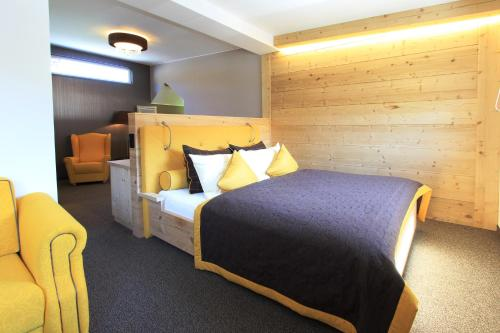 A bed or beds in a room at Hotel Sommerhof