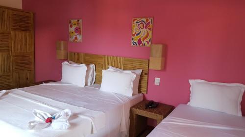 A bed or beds in a room at Pousada Paraíso do Forte