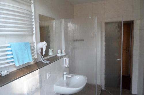 Ein Badezimmer in der Unterkunft Landguthotel Hotel-Pension Sperlingshof