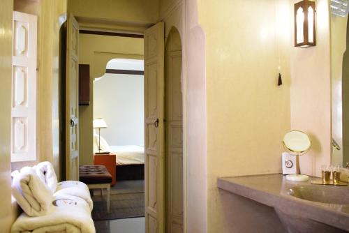 Salle de bains dans l'établissement Riad Abracadabra