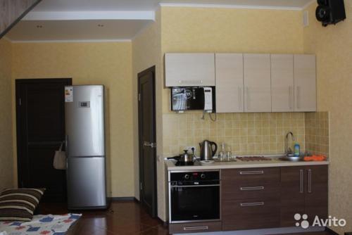 Кухня или мини-кухня в Бунгало на Солнечной 40-1
