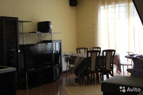 Телевизор и/или развлекательный центр в Бунгало на Солнечной 40-1
