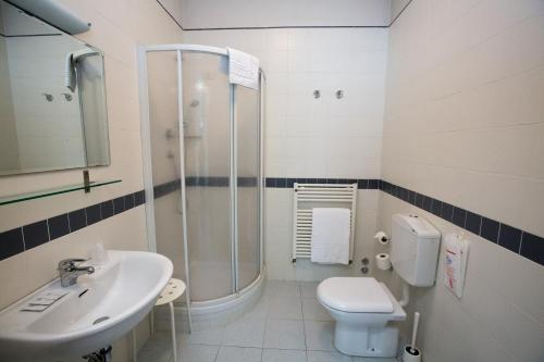 A bathroom at Hotel Arcoveggio