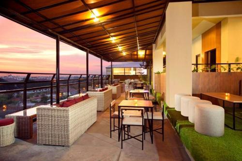 Ресторан / где поесть в Yellow Star Gejayan Hotel
