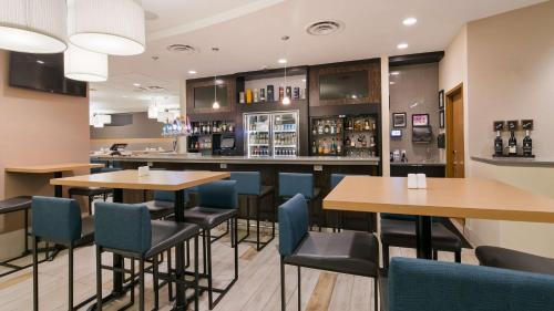 A restaurant or other place to eat at Best Western Plus Sawridge Suites