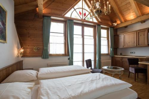 Ein Bett oder Betten in einem Zimmer der Unterkunft Meiser Rosenstuben Hotel