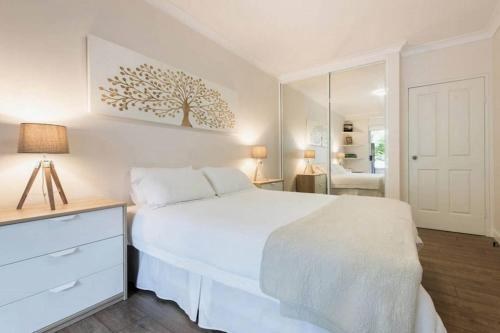 A bed or beds in a room at Bright Comfy Bondi Home