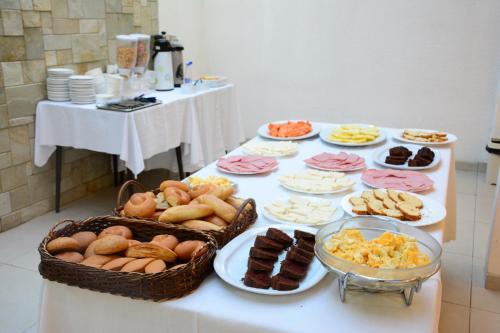 Завтрак для гостей La Siesta Hotel