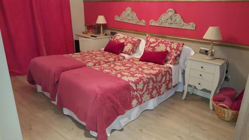 A bed or beds in a room at El Encanto del Moncayo