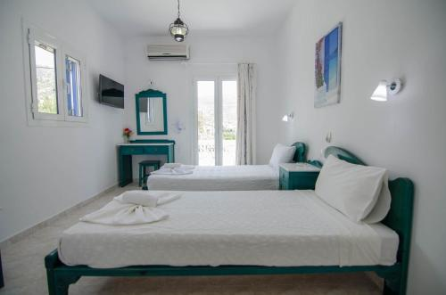 A bed or beds in a room at Hotel Delfini