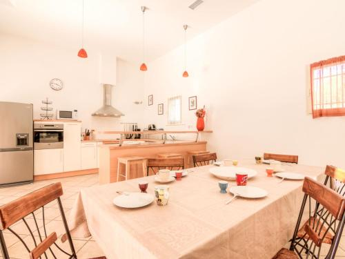 A restaurant or other place to eat at Holiday Home Les Oliviers