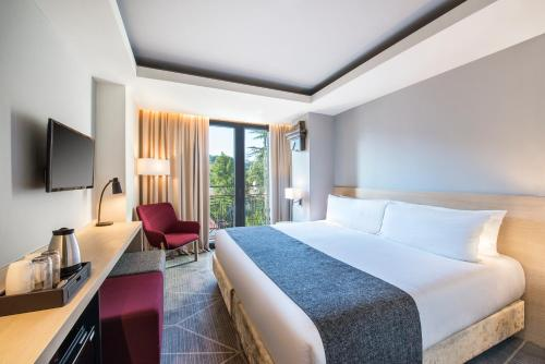 A bed or beds in a room at Best Western Kutaisi