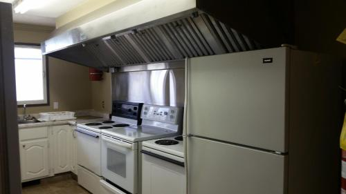 A kitchen or kitchenette at Melville Country Inn