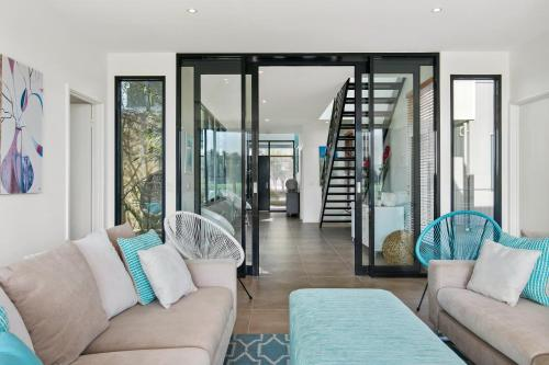 A seating area at Fabulous Home - Families Only