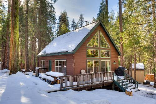 7S Wawona Chalet during the winter