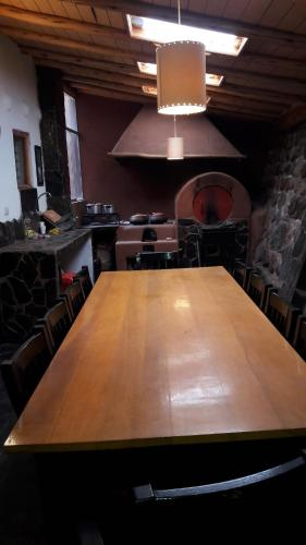 A kitchen or kitchenette at Cabaña en valle sagrado (Lamay)