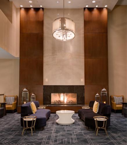 The lobby or reception area at The Saratoga Hilton