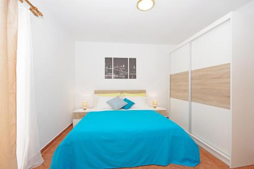 A bed or beds in a room at Apartments Imgrund