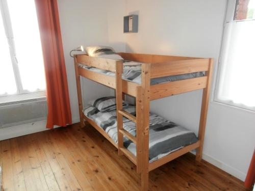 A bunk bed or bunk beds in a room at Les Belles Terrasses Dieppe