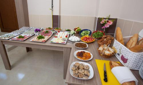 Breakfast options available to guests at Birlik Apart Hotel