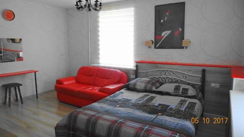 A bed or beds in a room at Apartment on Novgorodskaya 15
