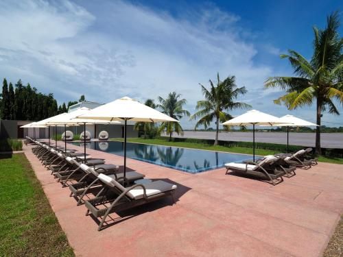 The swimming pool at or close to The Bale Phnom Penh Resort