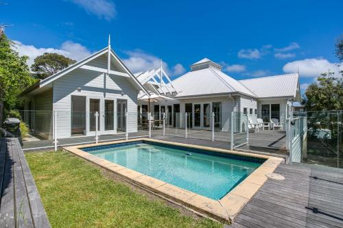 The swimming pool at or near Perfect Blairgowrie Beach House
