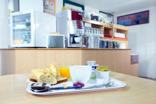 Breakfast options available to guests at Premiere Classe Compiegne - Jaux
