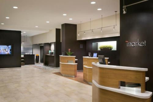 The lobby or reception area at Courtyard by Marriott Fishermans Wharf