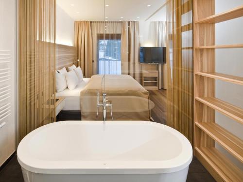 A bathroom at Hotel Restaurant Spa Rosengarten
