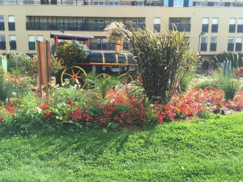 A garden outside Studio Disneyland Paris - Terrasse