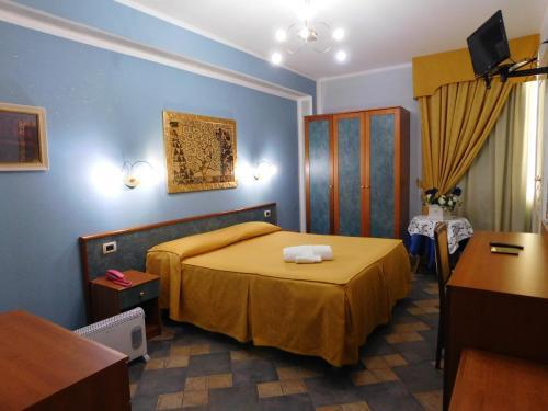 Letto o letti in una camera di Hotel Blumentag