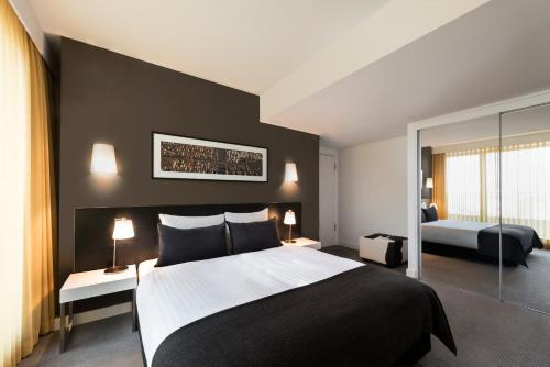 A bed or beds in a room at Adina Apartment Hotel Berlin Hackescher Markt