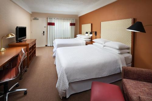 A bed or beds in a room at Four Points by Sheraton Los Angeles International Airport