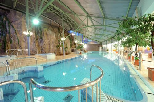 Poolen vid eller i närheten av Holiday Club Tampere Spa