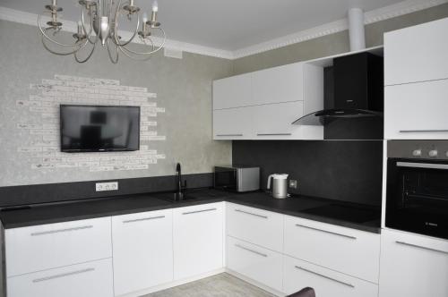 Кухня или мини-кухня в Квартира премиум-класса с видом на море
