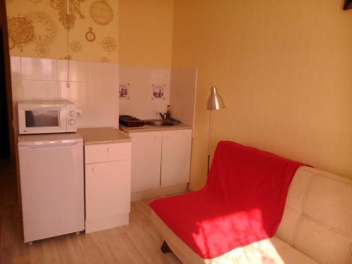 Кухня или мини-кухня в Апартаменты на Ленина 140А