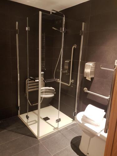 A bathroom at Saiaritz