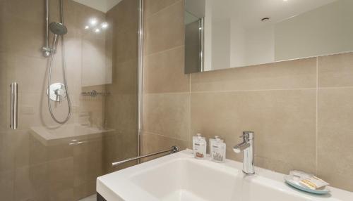 A bathroom at Italianway-B7