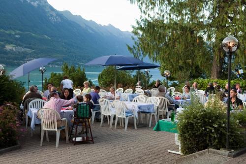 Ein Restaurant oder anderes Speiselokal in der Unterkunft Seehotel Bönigen