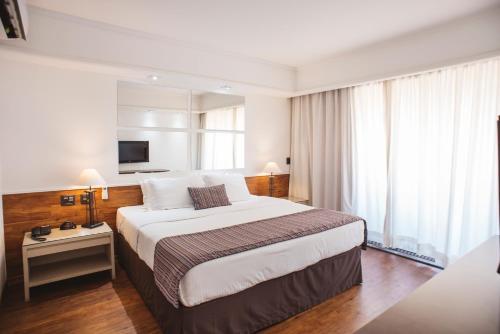 Cama ou camas em um quarto em Noumi Plaza Hotel