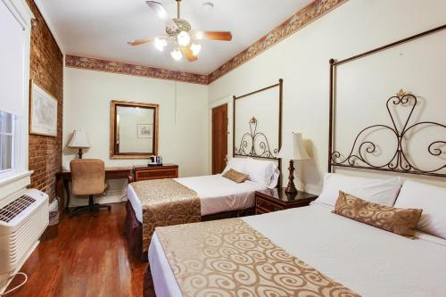A bed or beds in a room at New Orleans Guest House