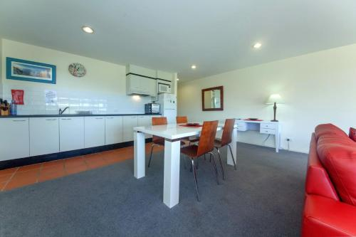 A kitchen or kitchenette at Horizons Golf Club, Villa 107