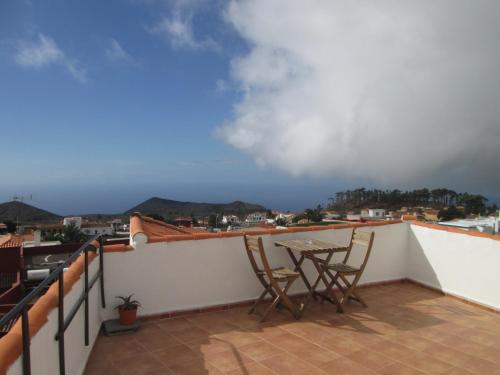 A balcony or terrace at La Palma Hostel by Pension Central