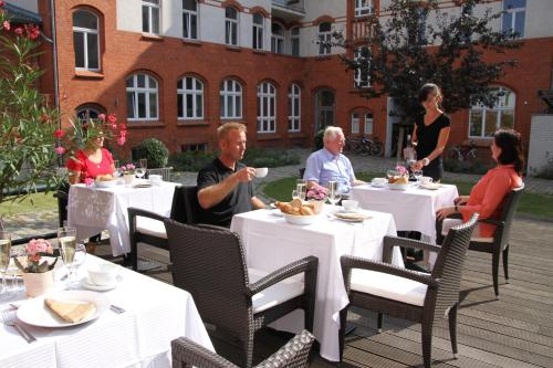 A restaurant or other place to eat at Hotel am Molkenmarkt