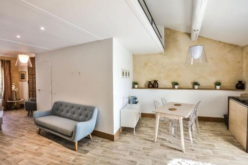 A seating area at Apartments - Experience of PROVENCE