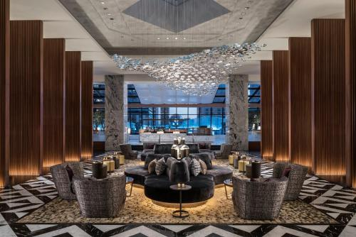 The lounge or bar area at The Ritz-Carlton, Chicago